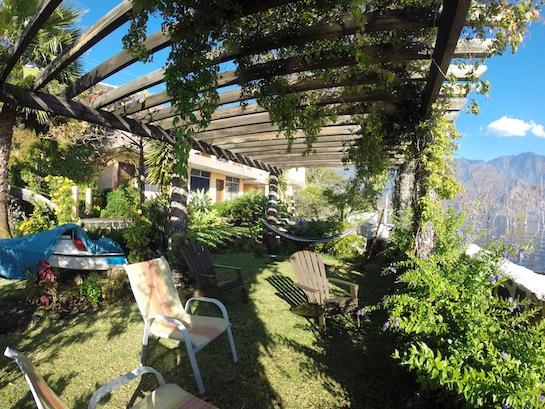 The lake side garden lounge