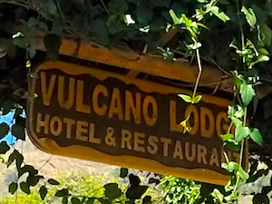 vulcano-lodge-entrance
