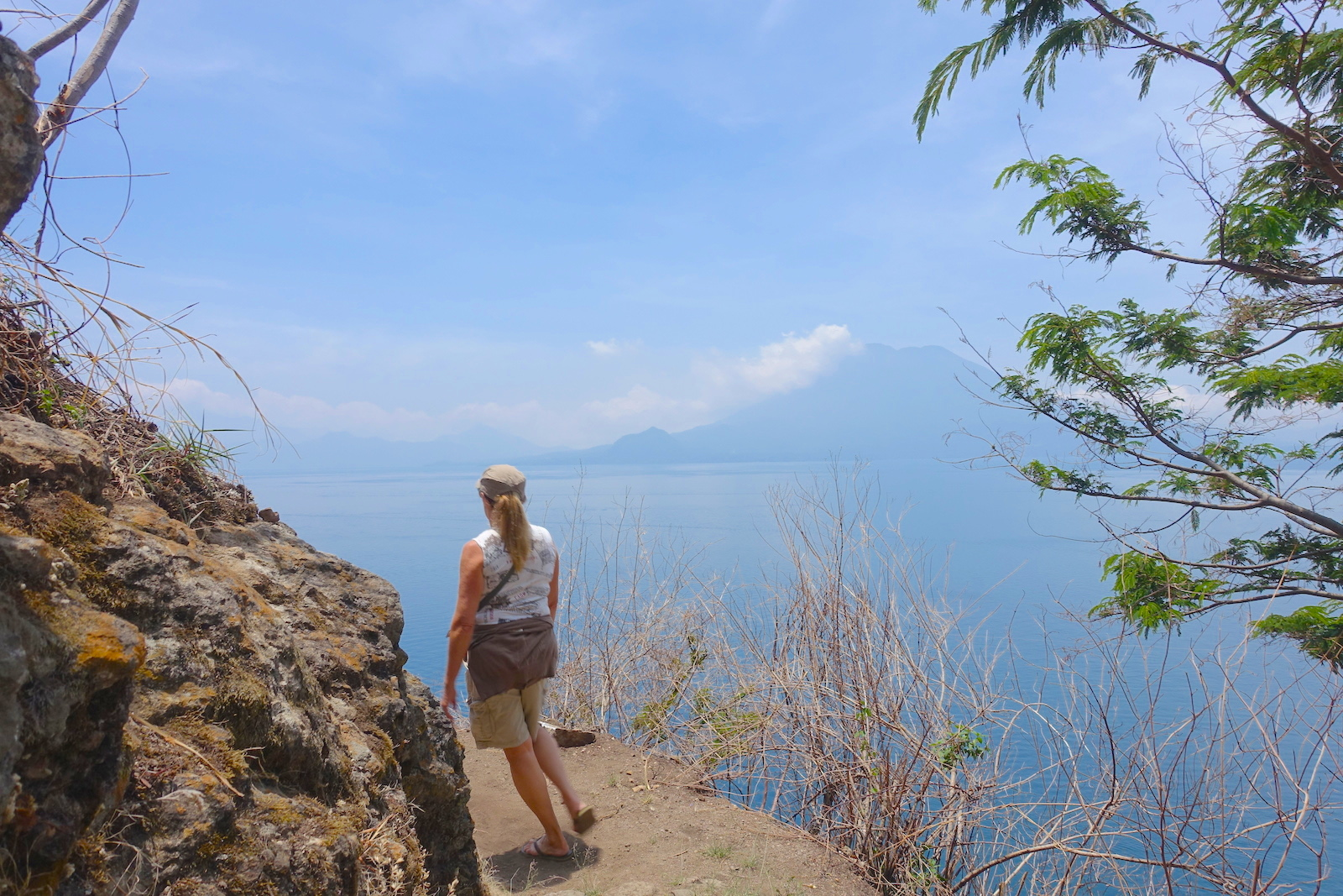 hiking from santa cruz to jaibalito on lake atitlan