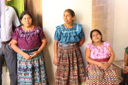 traditional-guatemala-maya-women-weaving-cooperative